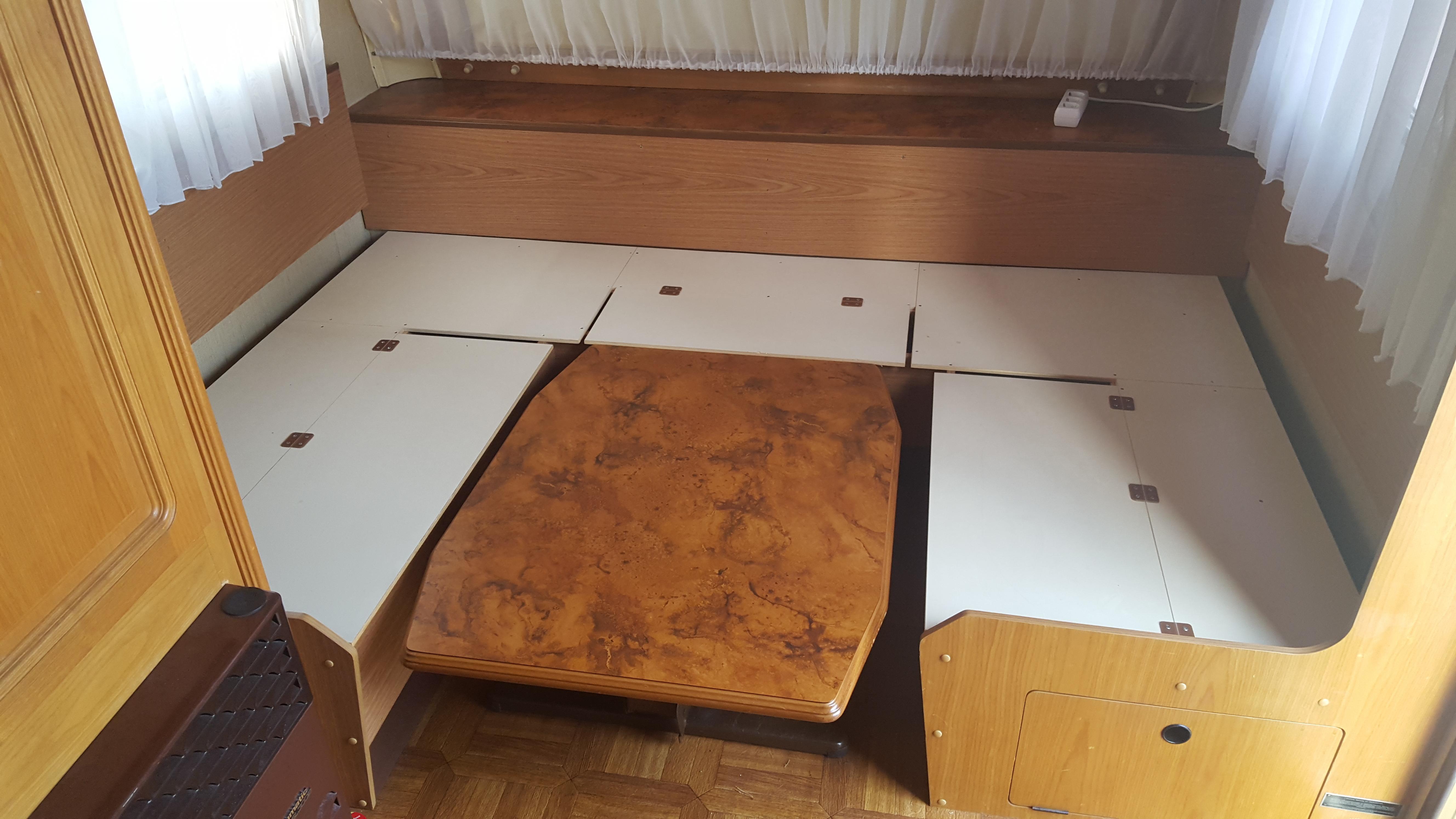 umbau sitzecke raus festbett rein wohnwagenfamilie. Black Bedroom Furniture Sets. Home Design Ideas